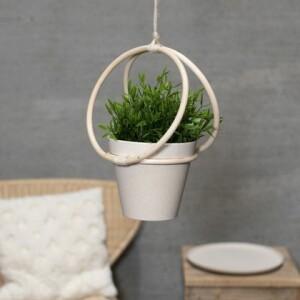 diy-faire-un-porte-pot-de-fleurs-avec-des-anneaux-m