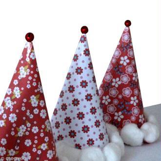 Des marques places en forme de bonnets de Père Noël