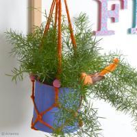 DIY Déco : Suspension colorée en macramé pour plantes