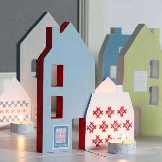 2. Peindre les maisons en bois