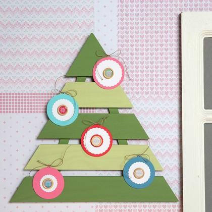 Tuto déco Noël : Peindre un sapin décoratif en bois