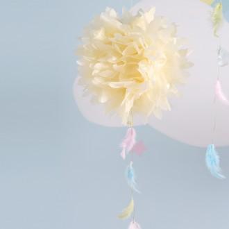 2. Fabriquer la suspension boule en papier de soie et plumes