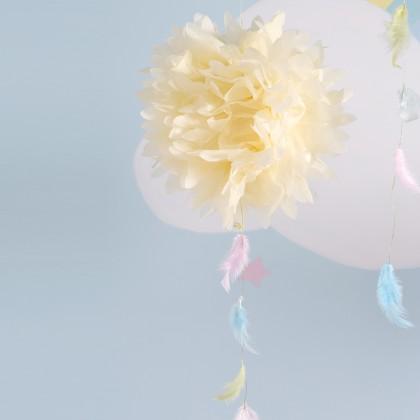 DIY : Faire un pompon en papier de soie et plumes