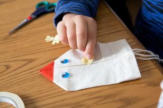 2. Fabriquer une marionnette poule de Pâques