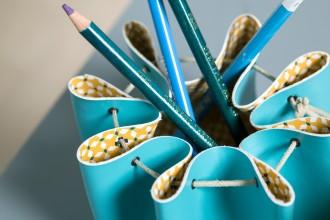 tuto fabriquer un porte crayon en simili cuir id es conseils et tuto d coration. Black Bedroom Furniture Sets. Home Design Ideas