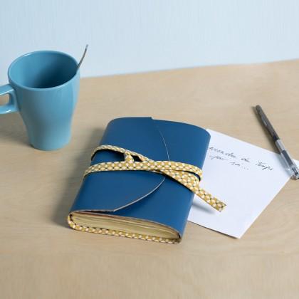 diy fabriquer un prot ge cahier en simili cuir id es conseils et tuto customisation. Black Bedroom Furniture Sets. Home Design Ideas