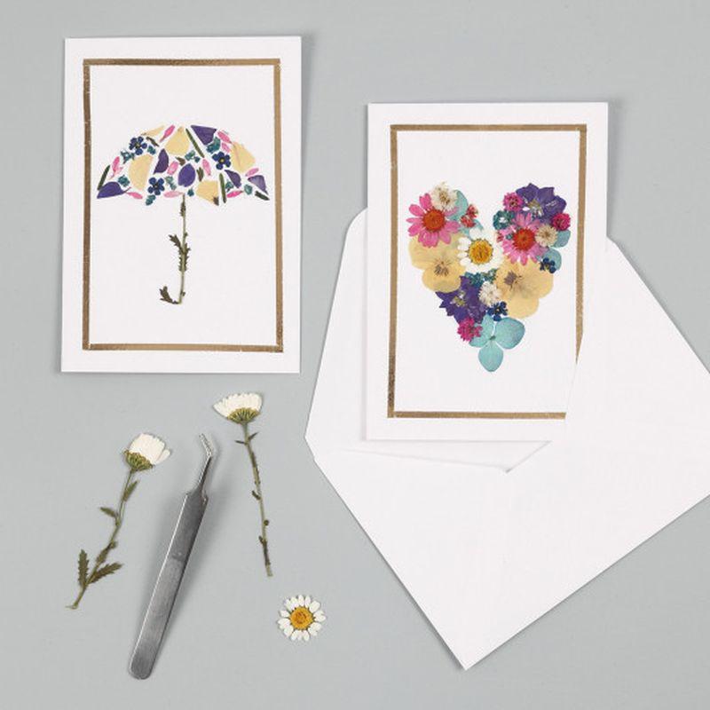 DIY: Réaliser des cartes créatives avec des fleurs séchées - Idées conseils et tuto Carte de voeux