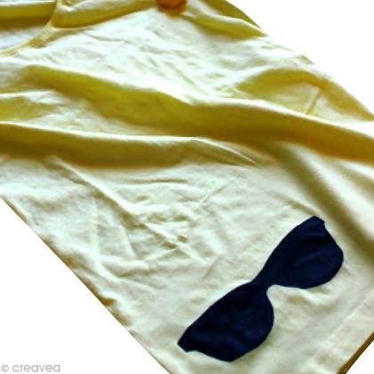 Custo de tee-shirt avec un pochoir