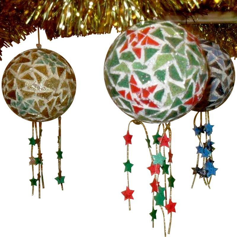 Boules de no l toil es en mosaique id es conseils et for Decoration boule de noel en polystyrene