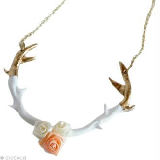 Le collier bois de cerf