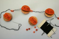 9. Etape 8 : Terminer la guirlande citrouille d'Halloween