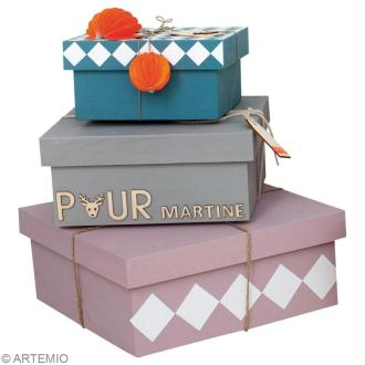Décorer des boîtes cadeau en bois