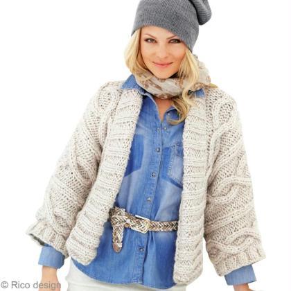 Tricoter une veste de femme en laine à motif torsade - Idées ... 7bf9d8089987
