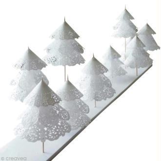 Créer une forêt de sapins en napperons de papier