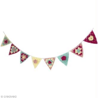 Créer une jolie guirlande triangles granny au crochet pour chambre d'enfant