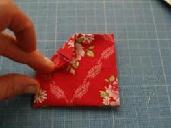 fabriquer une fleur en tissu tuto simple id es conseils et tuto couture. Black Bedroom Furniture Sets. Home Design Ideas