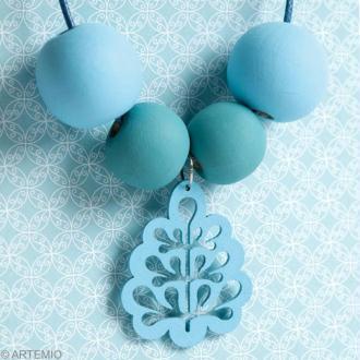 Fête des mères DIY : un collier bleu et sa carte
