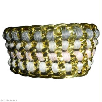 Fabriquer un bracelet avec chaînes et fils à coudre