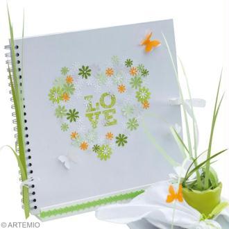 Deco mariage vert et blanc : album de mariage et porte livre