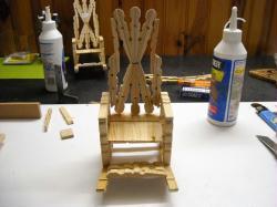 1. Les fauteuils en pince à linge