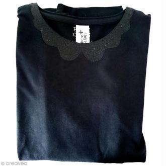 Customiser un t-shirt avec un col à paillettes