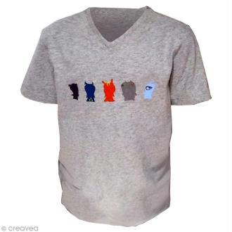 Customiser un t-shirt pour garçon avec des motifs de dessins animés