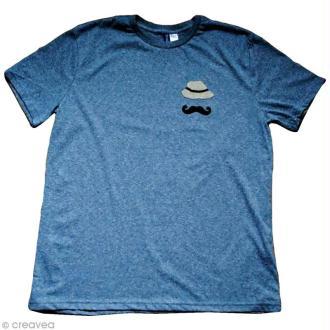Customisation d'un t-shirt avec des accessoires thermocollants