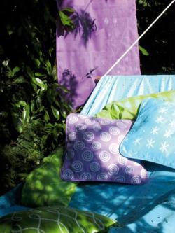 3. Coussins et serviettes en violet