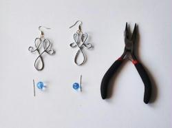 7. Monter les boucles d'oreilles (2/2)