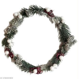 Couronne de Noël avec branches de sapin et fil alu