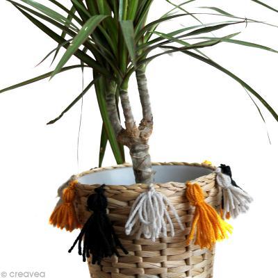 Customiser un cache-pot avec des pompons