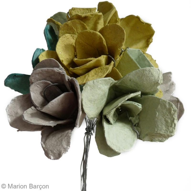 Bouquet de fleurs r cup 39 en bo te oeufs id es conseils et tuto r cup - Comment faire des fleurs avec des boites a oeufs ...
