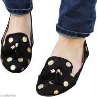 Customisez vos chaussures avec des pois dorés