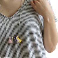 Tuto collier en pompons colorés et épingle à nourrice