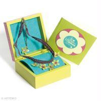 Bricolage de Fête des Mères : Ras de cou fleuri et boîte cadeau