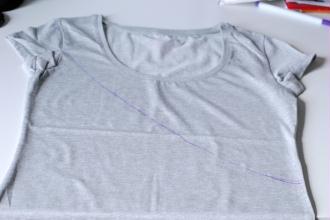 2. Tracer une ligne sur le t-shirt