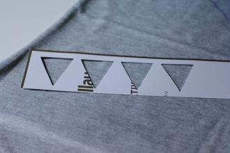 5. Découper des triangles pour fabriquer les pochoirs