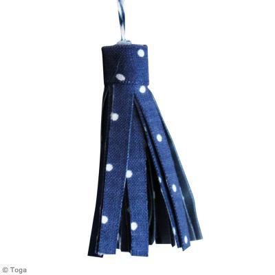 Fabriquer un pompon en tissu tuto facile id es conseils et tuto customisation - Fabrication porte clef ...