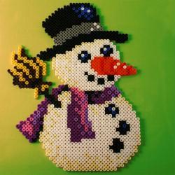 6. Le bonhomme de neige en perles à repasser HAMA spécial Noël
