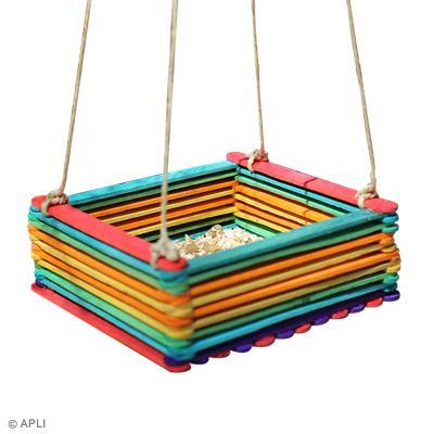 Diy fabriquer une mangeoire pour oiseaux id es conseils et tuto activit manuelle enfant - Fabriquer mangeoire oiseaux sur pied ...