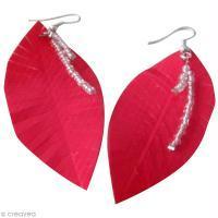 Fabriquer des boucles d'oreilles Plume en duct tape et perles