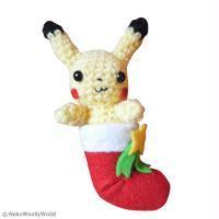 Décoration de Noël : Amigurumi Pikachu dans sa chaussette de Noël