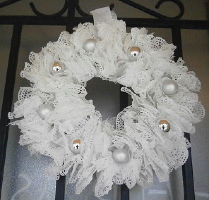 Tutoriel couronne de porte dentelle id es conseils et - Fabrication d une couronne de noel ...