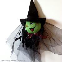 Bricolage Halloween : Sorcière à suspendre