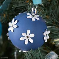Bricolage Noël facile : Boules fleuries pour sapin de Noël