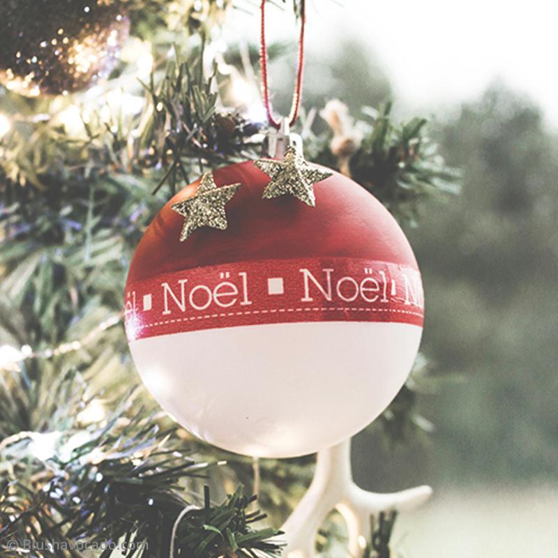 4 rempli de Noël boules en plastique 8 cm avec rouge /& blanc pompons
