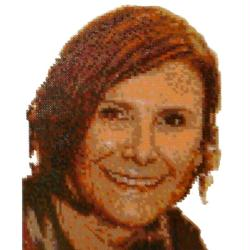 5. Portrait de femme en perles Hama