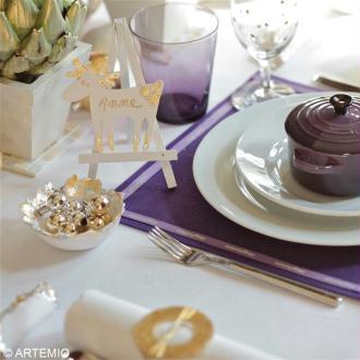 Décorer la table de fêtes en or, argent et violet