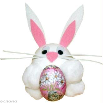 Petit lapin câlin et son oeuf de Pâques