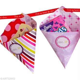Guirlande de Noël tendance 2012 : cornets et étiquettes